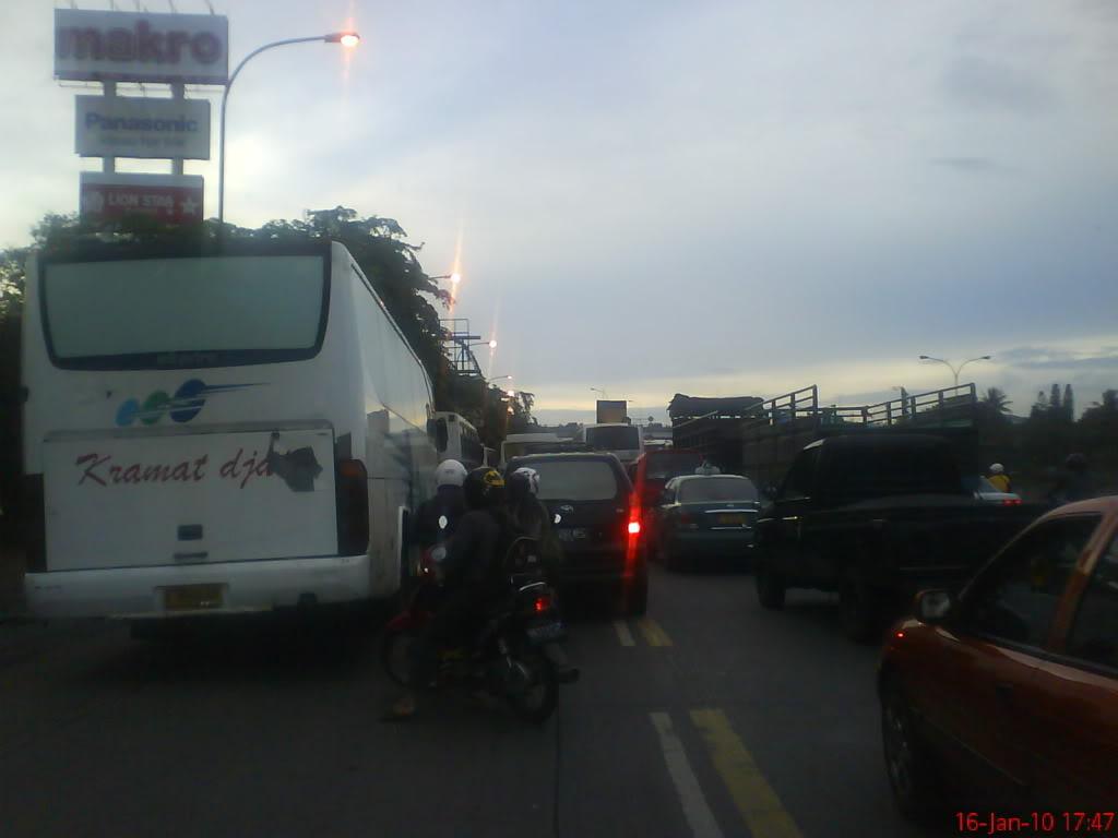 Putaran Pasar Rebo- Jakarta Timur Sering Macet Parah
