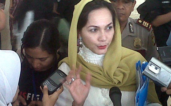 Mengenal Sosok Noura Dian Hartarony, Anggota DPR Yang Berbakat Melukis