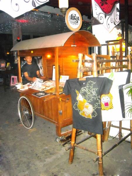 Menikmati Malam Hari di Jogjakarta Dengan Sajian Khas Sego Kucing dan Kopi Josss Pake Arang