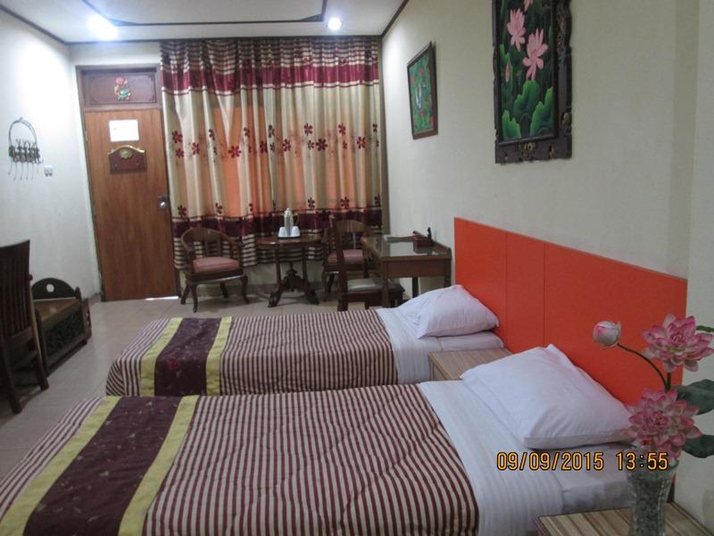 Fasilitas Mewah Kamar Hotel Taman Teratai : 2 Set Spring Bed, Air Hangat, Televisi, Meja Makan dan Lemari