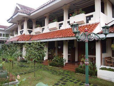 Gedung Hotel Taman Teratai Didesain Sangat Megah, Kokoh dan Elegant. Sehingga Tamu Akan Merasa Aman dan Nyaman