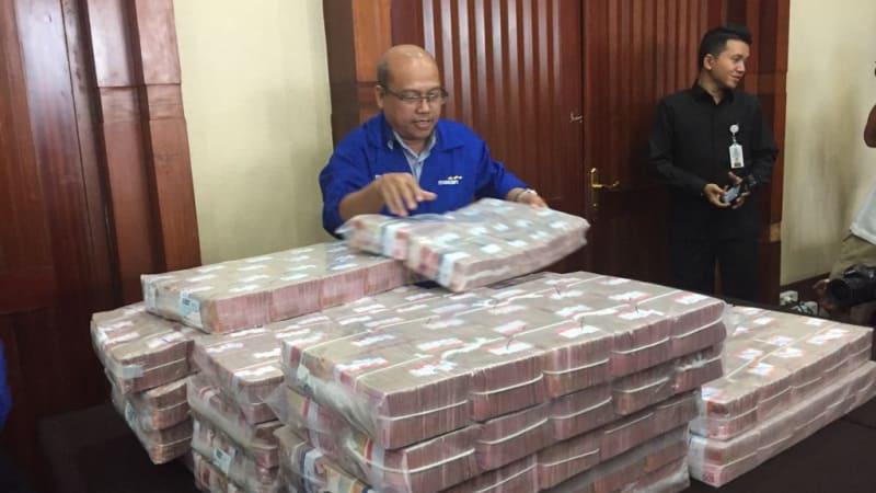 Diangkut Troli, Ini Penampakan Uang Rp 87 Miliar Koruptor Samadikun