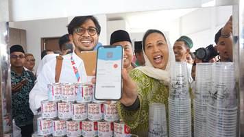 Menteri Rini Soemarno Kenalkan LinkAja ke 1.500 Santri PonPes Buntet Cirebon